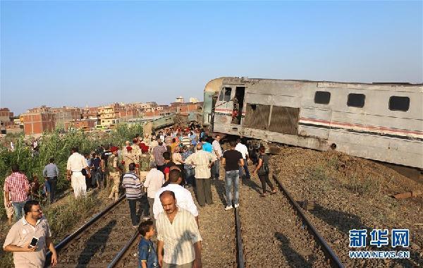 (国际)(7)埃及发生火车相撞事故造成至少36人死亡