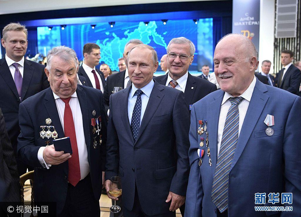当地时间2017年8月24日,俄罗斯莫斯科,俄罗斯总统普京在克里姆林宫举行庆祝矿工日招待会。***_***3177318 08/24/2017 August 24, 2017. Russian President Vladimir Putin at the Miner's Day gala in the banquet hall of the Kremlin Palace. Aleksey Nikolskyi/Sputnik