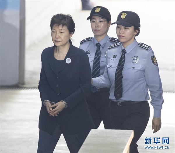 """彻底""""切割"""" 自由韩国党要求朴槿惠退党"""