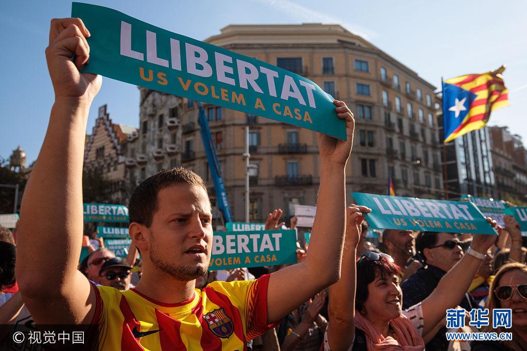 西班牙政府宣布收回加泰自治区行政权 示威者抗议