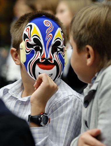 首批俄罗斯中学生参加汉语国家基础考试