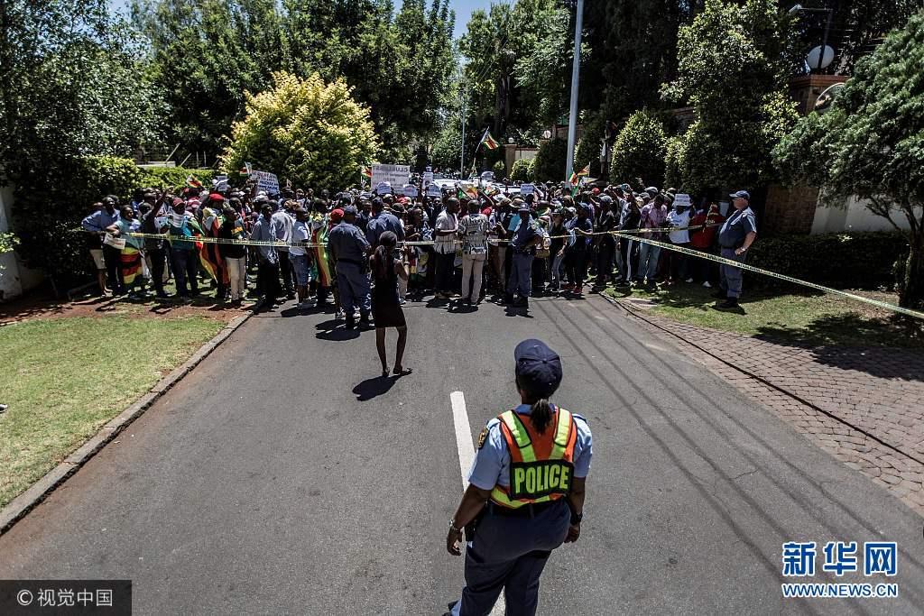 津巴布韦民众游行要求总统穆加贝下台