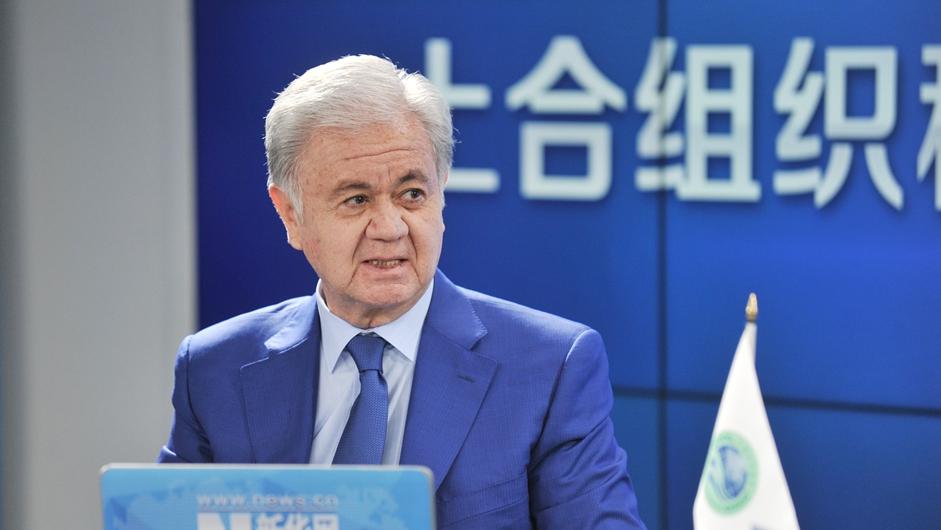 上海合作组织秘书长阿利莫夫与新华网友在线交流