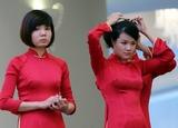 養眼!越南總理府內漂亮女服務員