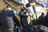 實拍烏克蘭大大小小的抗議集會 街壘重重(組圖)