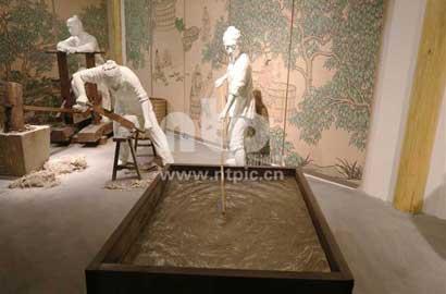 中国 马航/用雕像演绎中国宣纸传统制作工艺
