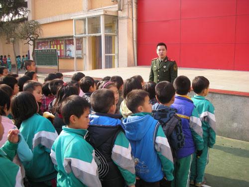 崇文公安分局在前门小学开展a小学防火互动培训小火视频三图片