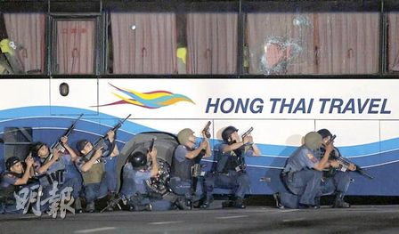 成龙为微博言论公开道歉:向受难者致最深的哀