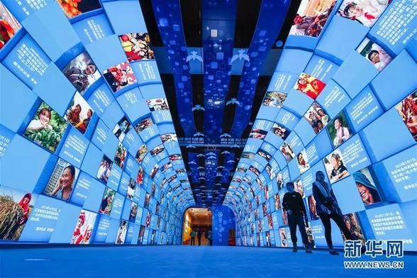 习近平总书记参观庆祝改革开放40周年大型展