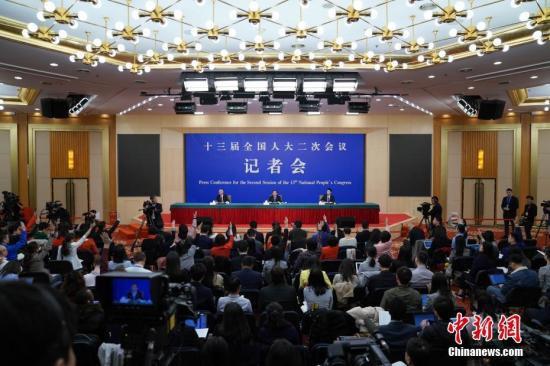 """中国新闻网:""""繁忙""""的信息和两会的""""透明"""""""