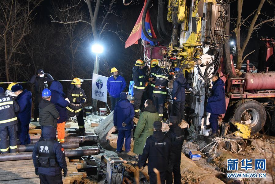 (突发事件后续)(2)山东栖霞笏山金矿爆炸事故救援现场已与被困人员取得联系