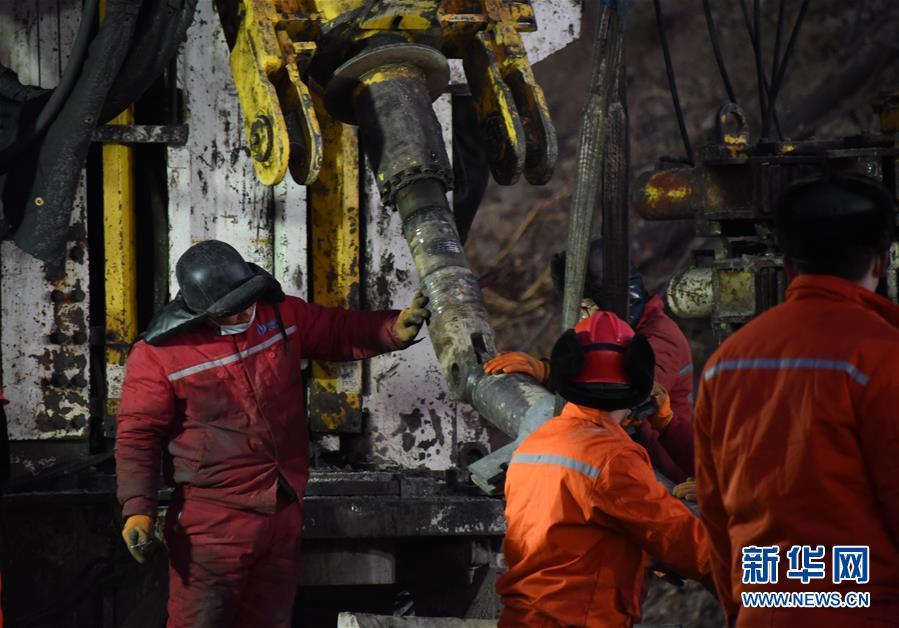 (突发事件后续)(6)山东栖霞笏山金矿爆炸事故救援现场已与被困人员取得联系