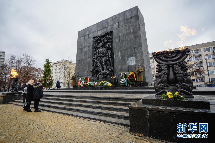 国际大屠杀纪念日 波兰:犹太人遇难者纪念碑前的纪念活动