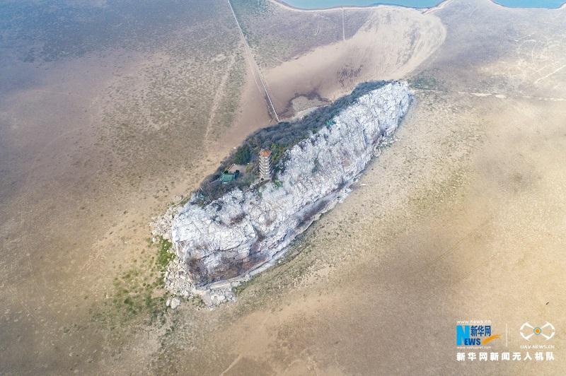大美!鄱阳湖鞋山岛现半边翠绿半边白奇观