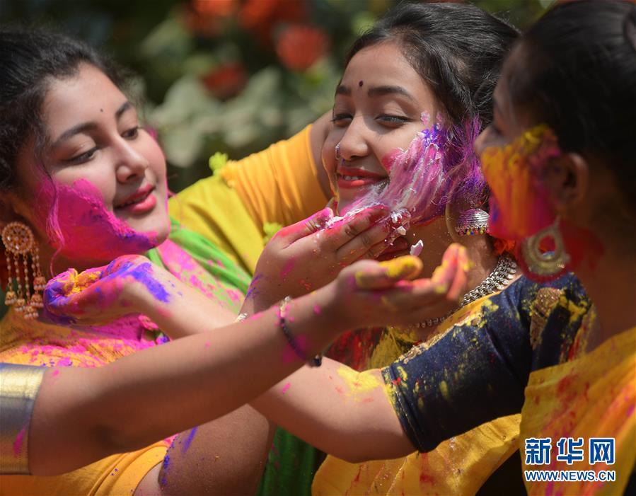 (新华视界)(2)印度:洒红节的色彩