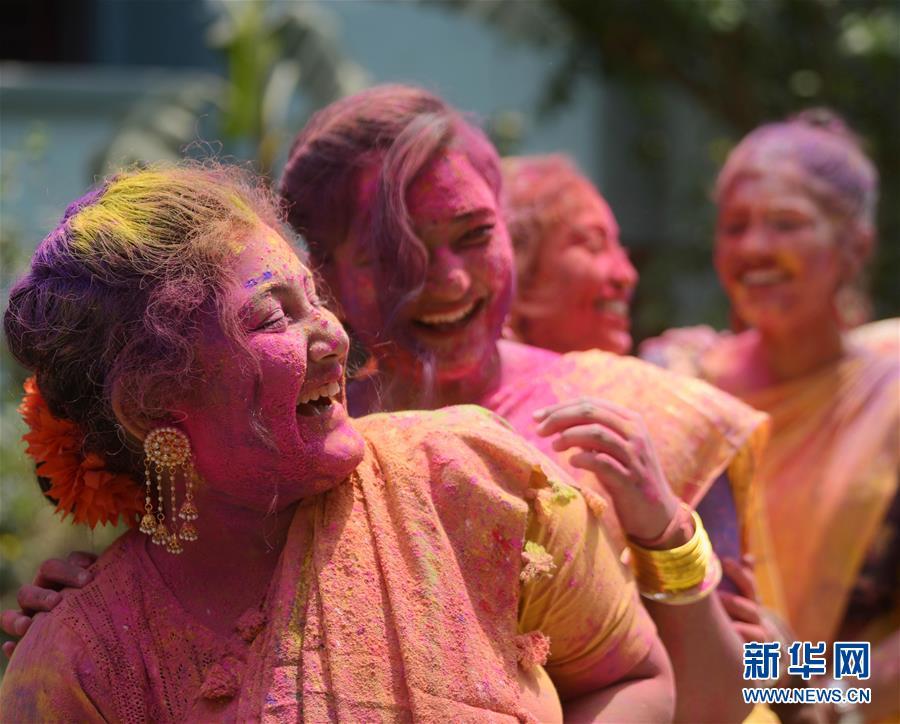 (新华视界)(3)印度:洒红节的色彩