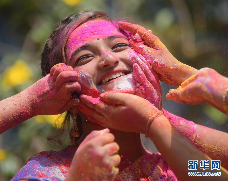 (新华视界)(4)印度:洒红节的色彩