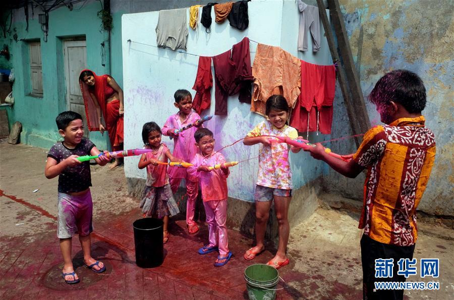 (新华视界)(6)印度:洒红节的色彩