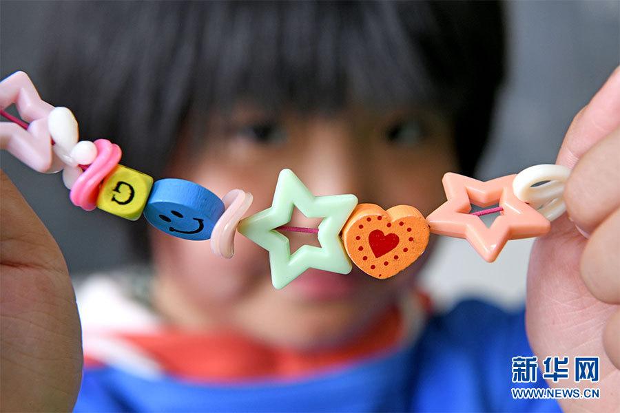 """为""""星星的孩子""""撑起爱的""""红雨伞"""""""