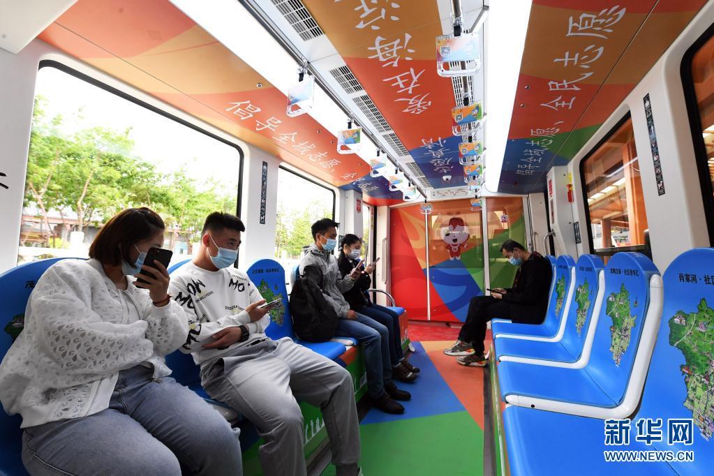 """北京:""""青春心向党""""主题列车发车"""
