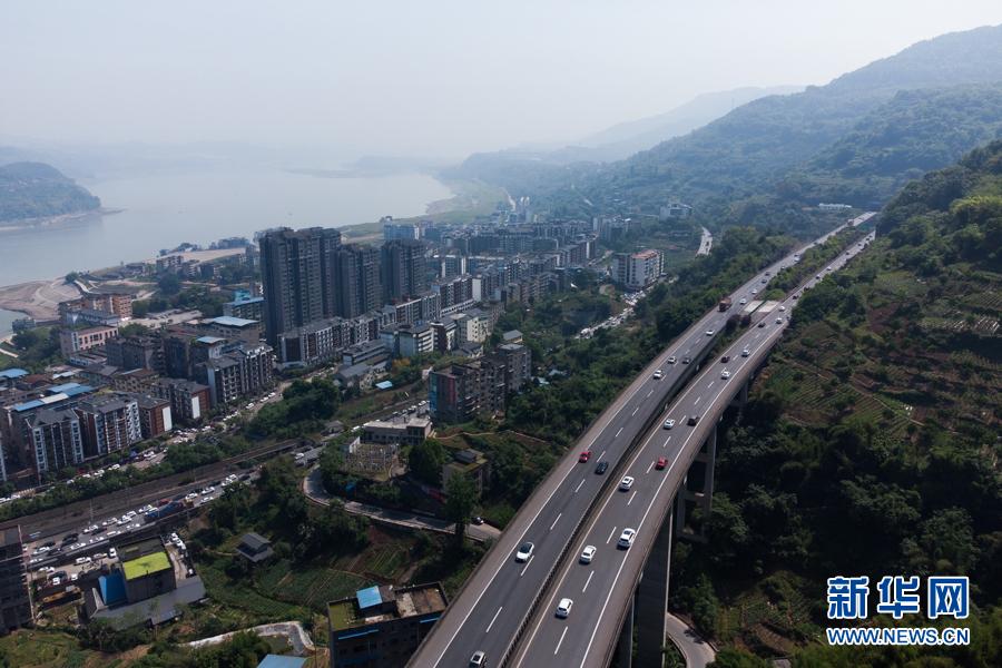 """沿着高速看中国:与长江""""伴行""""的高速公路"""