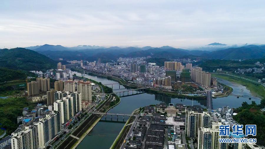 沿着高速看中国丨湖北十堰:路通产业兴 竹山换新颜