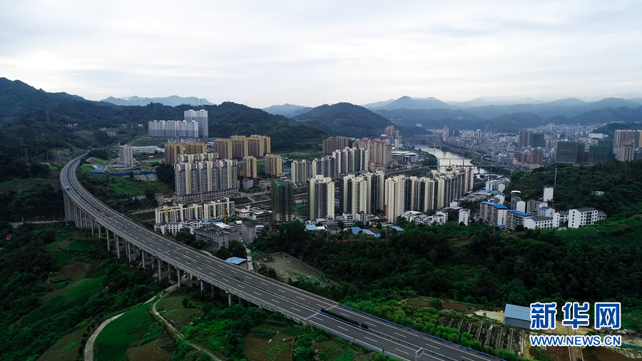 沿着高速看中国丨湖北省十堰:路通产业兴 竹山换新颜