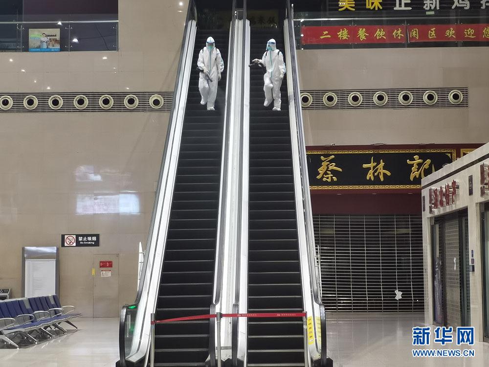 湖北荆州火车站全方位无死角消杀 加强疫情防控