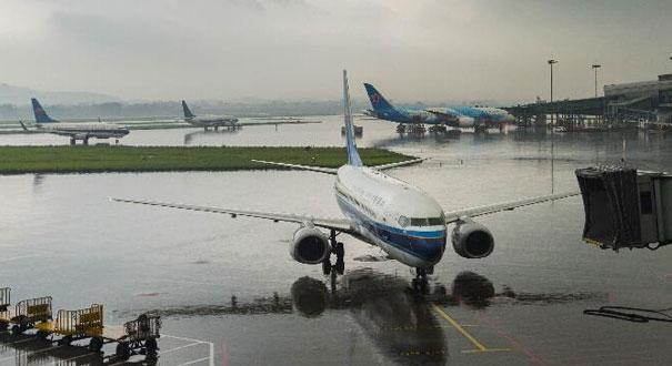 广州白云机场受天气影响航班延误