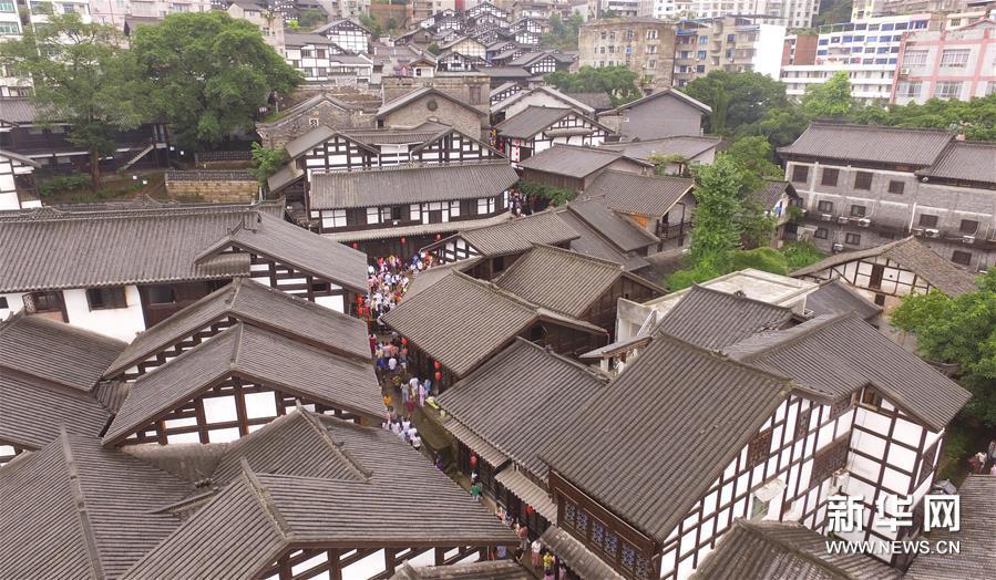 (社会)(1)中国历史文化名镇西沱古镇重获新生