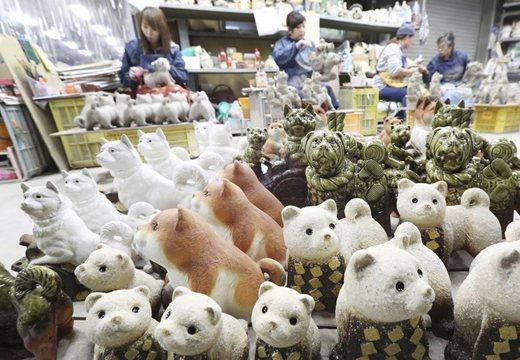 日本工廠生産狗形狀陶器品 迎接2018中國狗年