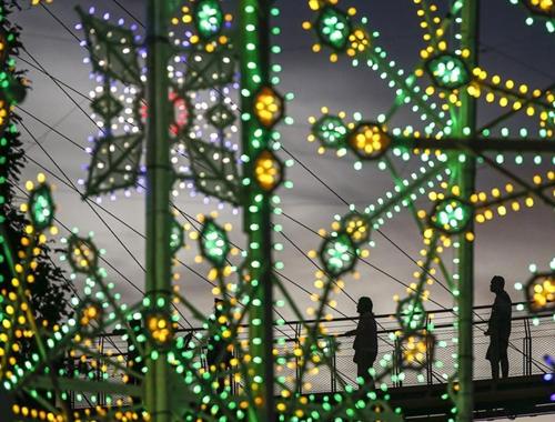 新加坡舉辦聖誕雕塑燈光展