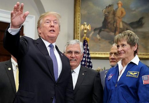 特朗普宣布NASA將重返月球 最終前往火星