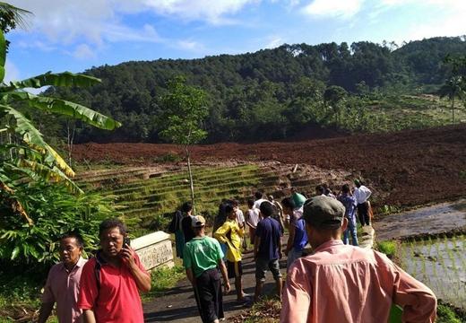 印尼中爪哇發生山體滑坡 致5人死亡15人失蹤