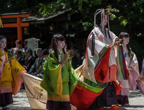 日本京都舉行傳統葵祭 華服遊行美如畫