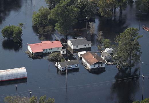 """美國颶風""""佛羅倫薩""""災後清理工作持續 房屋被洪水浸泡"""