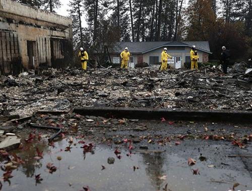 美國加州山火已造成84人死亡 救援人員加大搜救力度