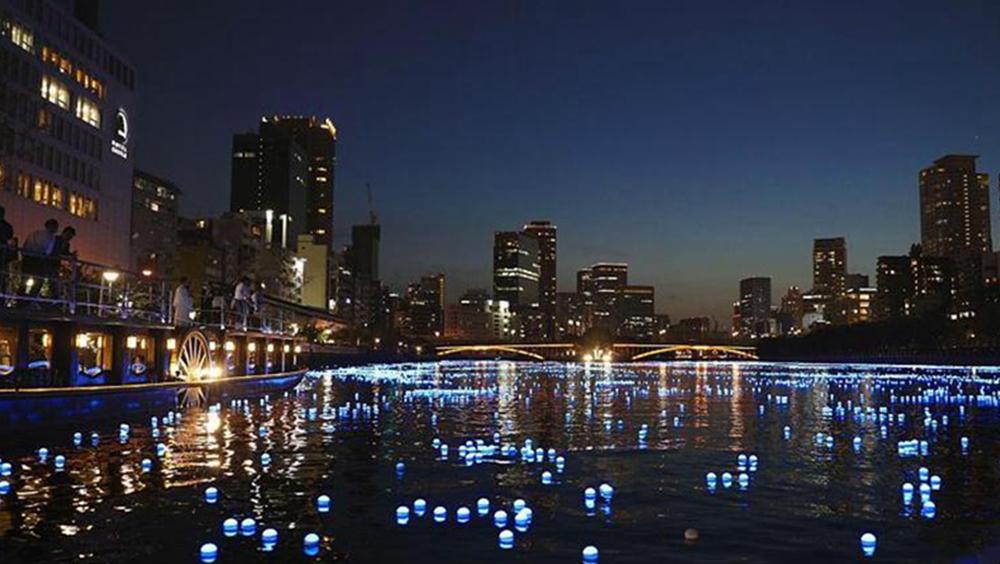 日本大阪河流約7萬LED燈泡被點亮 浪漫藍光點綴夜色