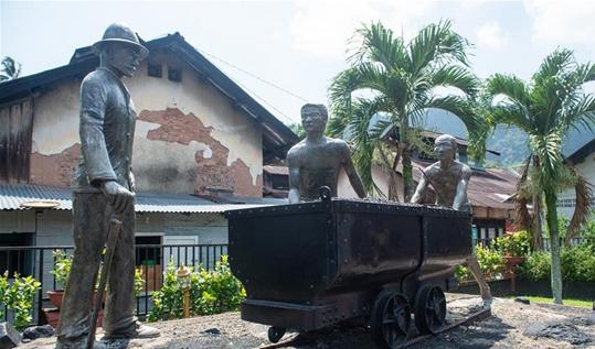 印尼百年煤礦遺址