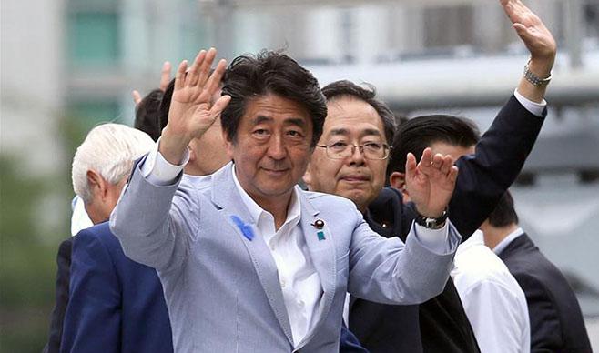 日本首相安倍晉三出席參議院競選活動