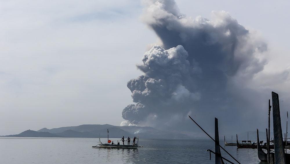 菲律賓塔阿爾火山噴發 約1萬居民疏散