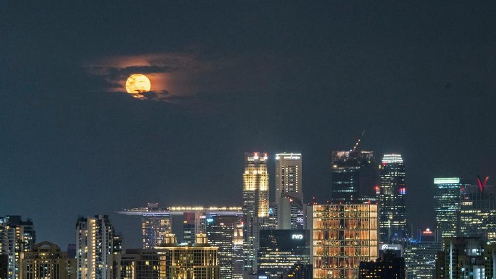 """新加坡:""""超級月亮""""現身夜空"""