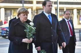 德突總理悼念德聖誕市場襲擊案遇難者