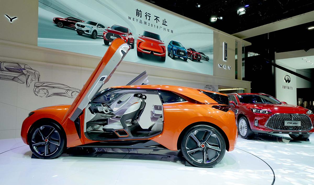 一家國産SUV汽車生産廠家展出的一臺概念車在廣州車展亮相