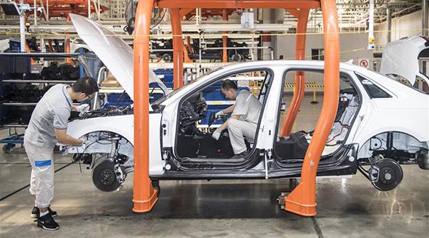 上半年我國汽車産銷量分別達1213.2萬輛和1232.3萬輛