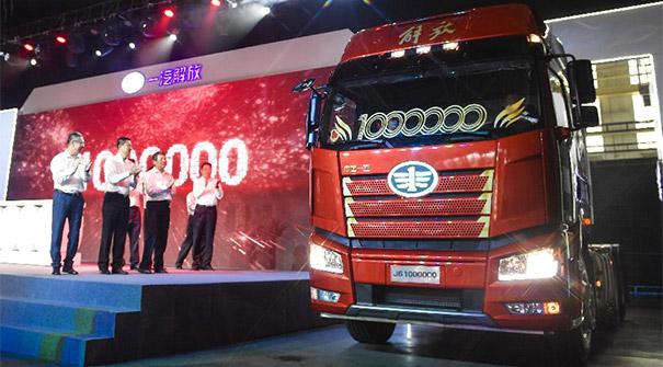 我國自主研發的解放牌第六代卡車産銷達100萬輛