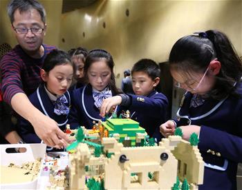 """乐高""""垂直城市""""概念模型亮相上海中心大厦"""