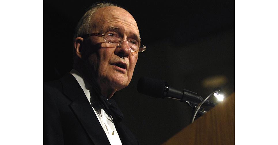 賽勒斯·羅伯茨·萬斯(Cyrus Roberts Vance,1917年3月27日 - 2002年1月12日)1977—1980年間,繼任基辛格擔任美國國務卿。卡特出任美國總統後,立即著手美中建交工作,時任國務卿的萬斯受命訪華。1979年1月1日起,中美建立正式外交關係。身為美國國務卿,萬斯在中美建交談判中勞苦功高。