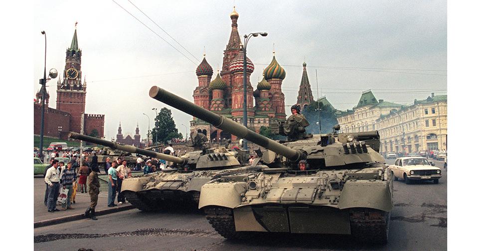 """八一九事件,又稱""""蘇聯政變""""、""""八月政變"""",是指1991年8月19日至8月21日在蘇聯發生的一次政變,當時蘇聯政府的一些官員企圖廢除總統戈爾巴喬夫並取得對蘇聯的控制,政變領導人是蘇聯共産黨強硬成員。他們相信戈爾巴喬夫的改革計劃太過分,並認為他正商議簽訂的新聯盟條約過于分散權力給與眾共和國。雖然此次政變在短短三天內便瓦解,並且戈爾巴喬夫恢復權力,此事件粉碎了戈爾巴喬夫對蘇聯可至少在一較松散體制下維持一體的希望。"""