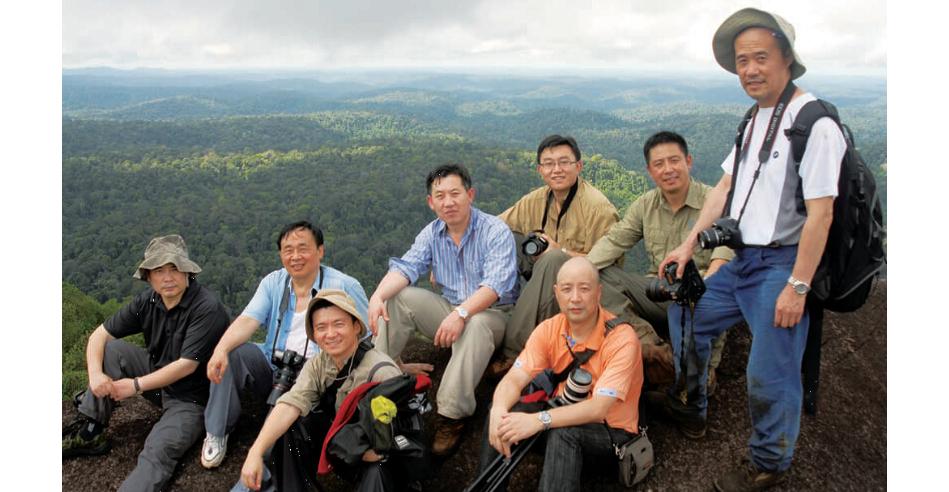 2008年8月,帶領萬科董事長王石等一行7人,張樹義重新回到闊別近十五年的努裏格生態站。